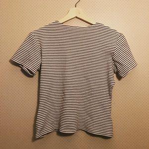 Cute brown and white stripe t shirt!